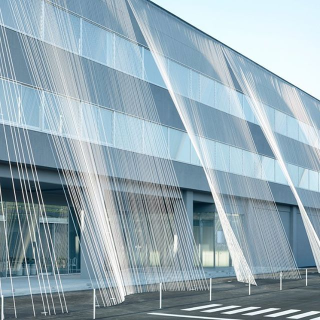 #KengoKuma wraps the facade of Komatsu Seiren Fabric Laboratory with carbon…