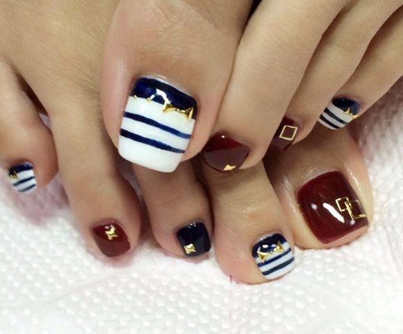 Striped Toe Nail Art