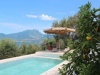 Neues+Apartment+im++gruenen+Hang+von+Torri+del+Benaco,+Ruhige+Panoramalage+++Ferienhaus in Gardasee von @homeaway! #vacation #rental #travel #homeaway