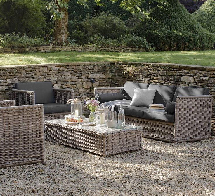 Are you interested in our outdoor furniture ? With our rattan outdoor sofa you need look no further.