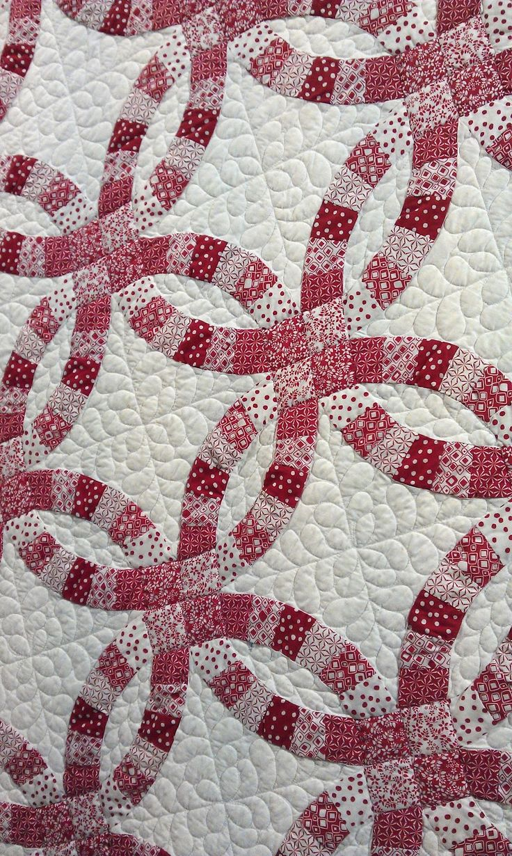 Cabbage Quilts: When we visited Amitie and Quilts in the Barn we saw this wonderful red & white Double Wedding Quilt by Amanda Denton
