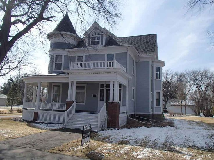 Charming 6 bedroom 1 5 bath 2 story home with wrap around for Bathroom remodel quincy il