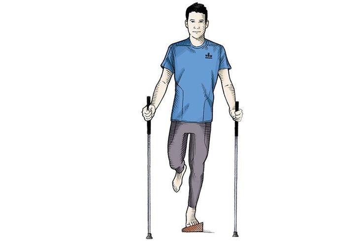 Elevações de perna na plataforma inclinada  Fique em pé com o antepé esquerdo sobre uma plataforma inclinada, com a inclinação virada para a direita. Eleve a perna direita ao lado do corpo. Repita com a inclinação para a esquerda.  Com a inclinação para a frente, eleve o joelho flexionado-o em direção ao peito. Faça 25 repetições com cada perna.