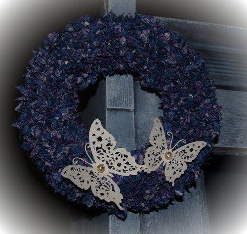 Vypichovaný látkový věnec s motýlky - fialový