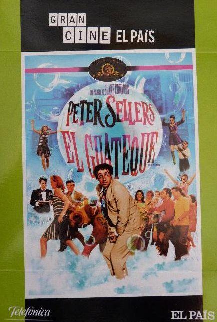 1968 - Guión Blake Edwards, Tom Waldman, Frank Waldman. Hrundi V. Bakshi es un patoso actor de origen hindú que se encuentra rodando una película en el desierto. Por sus continuas meteduras de pata, es despedido del rodaje. Inesperadamente, recibe una invitación para asistir a una sofisticada fiesta organizada por el productor de su última película. Gracias a Hrundi, en la fiesta se producirán las situaciones más disparatadas.
