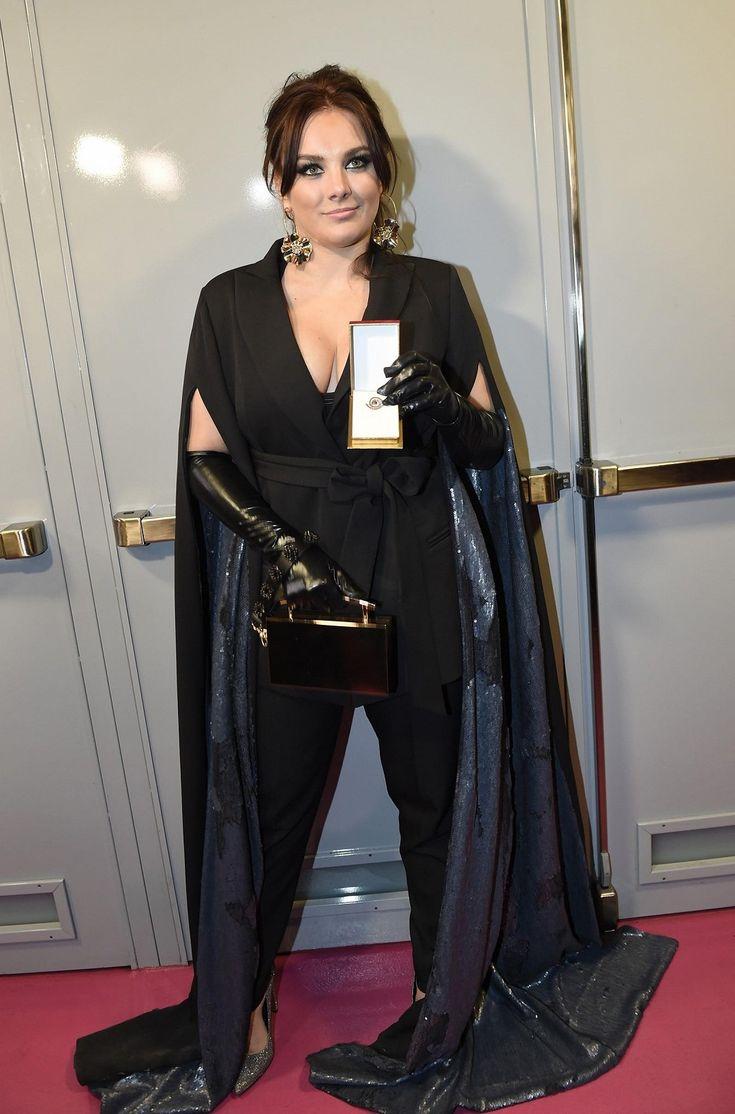 Oblékla velmi extravagantní model.