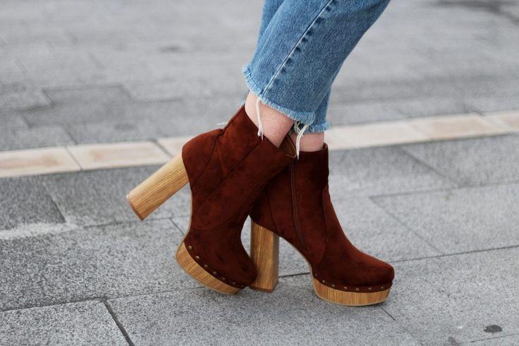 AUTUMN COLOURS- Botas de ante marrón con plataforma de madera- Martina Lubian