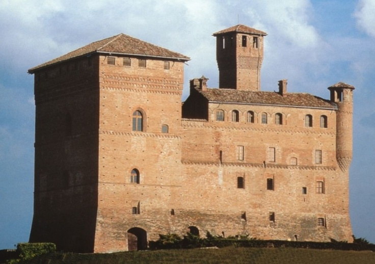 Il castello di Grinzane Cavour, Langhe, province of Cuneo, region of Piedmont, Italy