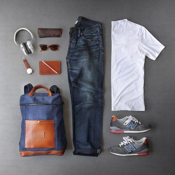 Combo Masculino com New Balance nos pés, Calça Jeans, Camiseta Lisa Branca, Mochila Backpack com detalhes em Couro e Acessórios para Homens. Looks Masculinos com New Balance, pra inspirar!