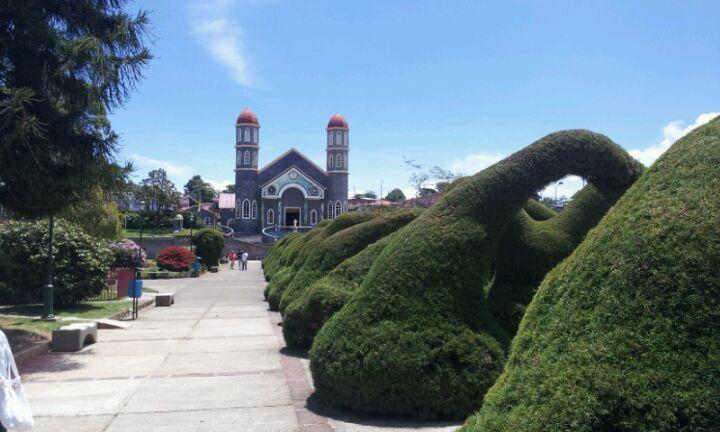Parque De Zarcero in Zarcero, Alajuela. Парк. Коста-Рика
