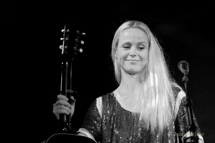 Intimate concert with Tina Dico at Det Bruunske Pakhus in Fredericia.  (09.09.11)