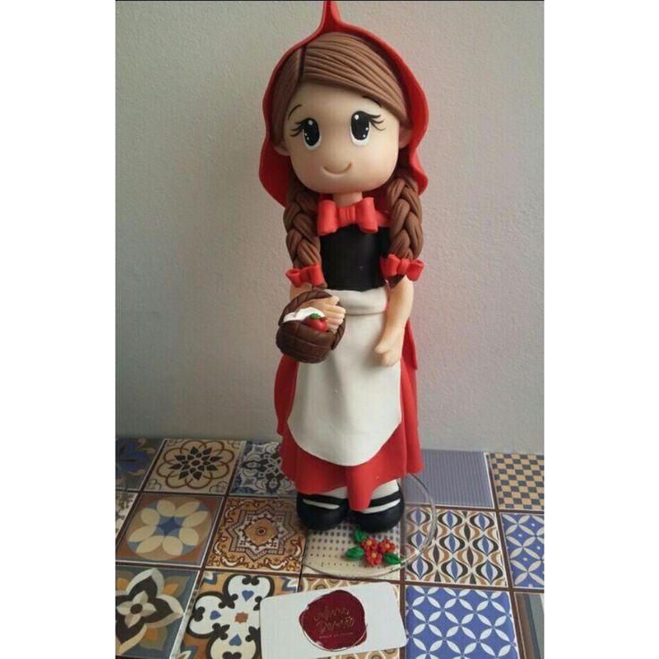 Linda demais!!! Peça toda modelada em biscuit com aprox 30 cm de altura. Ideal para compor a decoração da mesa ou de quarto.