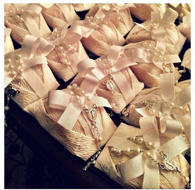 Nosso assunto de hoje é um doce tradicional de casamento e que promete dar muita sorte aos noivos e seus convidados! Vamos falar sobre os deliciosos bem casados, seus sabores, variações, embalagens e etc. O doce bem casado surgiu há mais de 100 anos atrás em Portugal. É o doce que não pode faltar nos …
