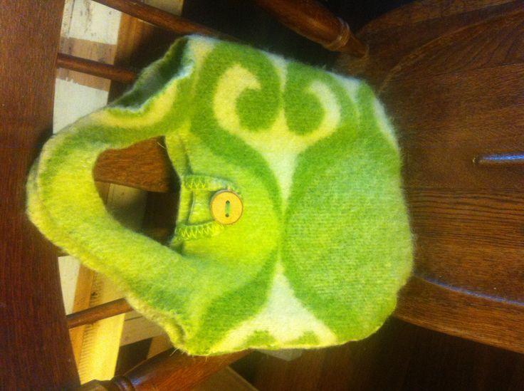 Groene tas van oude wollen deken