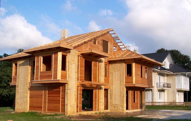 Patentli KagirAhşap sistem ile inşa edilmiş bir ev. Betonarme karkas içine yerleştirilmiş ahşap döşemeler ve duvarlar.