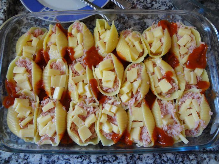 O Conchiglione Recheado com Queijo e Presuntoé delicioso, fácil de fazer e irá agradar a todos. Experimente e receba muitos elogios! Veja Também: Macarrão