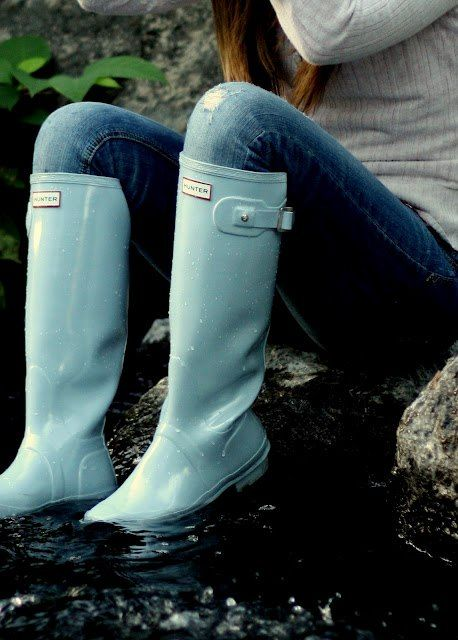 Tiffany blue rain boots/knee high: I so would wear these in the rain!!!!! Soooooo cute!! :)