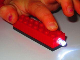 How to Build a LEGO Flashlight Block