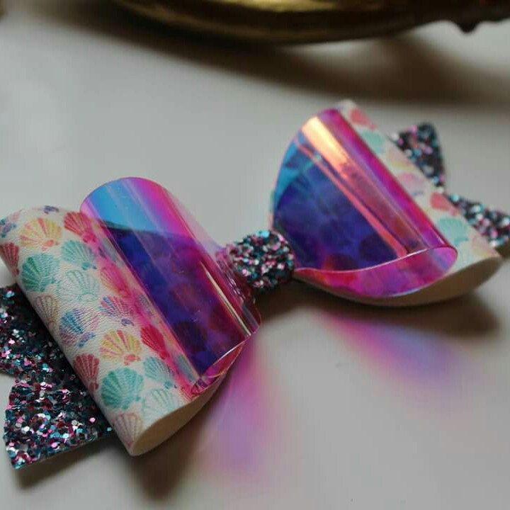 Mermaid bows is live now! 🎀 Boucle effet sirene en boutique!