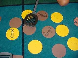 """Pancake flip- Students can practice sight words! Could also use the same idea for """"flipping the vowel sounds""""."""