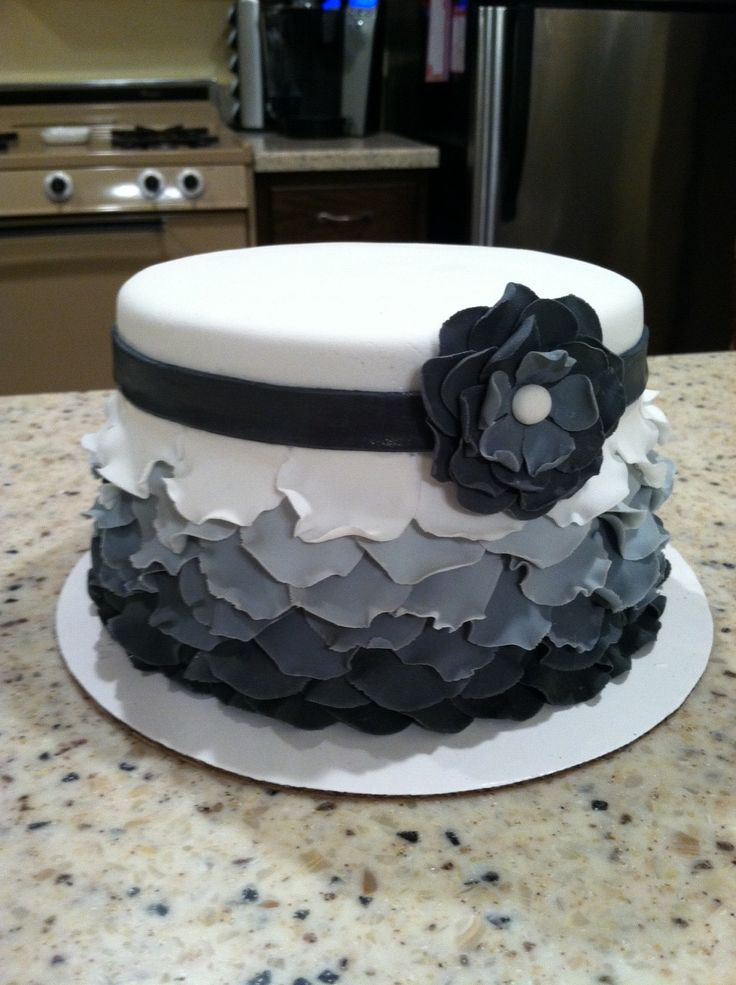 I love this ruffled look...it would be super easy with fondant!