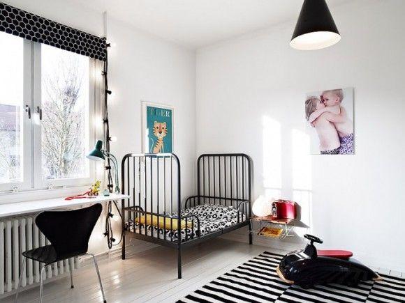 barnerom med svart og hvitt sort