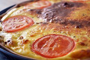 Met quiches kun je alle kanten op en deze Bolognese Quiche met gehakt, ui en tomaat is zeker een aanrader. Voeg er zeker wat extra groenten aan toe!