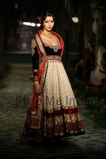 Gorgeous #Outfit by Tarun Tahiliani http://www.taruntahiliani.com/index.html#/HOME at AambyValley India #Bridal Fashion Week 2012