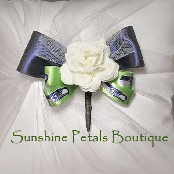 Keepsake light ivory Seattle Seahawks football team themed rosebud groomsmen, boutineer handmade by Sunshine Petals Boutique! Other teams available include Ravens, Bills, Bengals, Browns, Broncos, Texans, Colts, Jaguars, Chiefs, Dolphins, Patriots, Jets, Raiders, Steelers, Chargers, Titans, Cardinals, Falcons, Panthers, Bears, Cowboys, Lions, Packers, Vikings, Saints,Giants, Eagles,Rams,49ers, Seahawks, Buccaneers,Redskins.  Sunshine Petals Boutique.  Owner, Rhonda Newton - 208.262.6148
