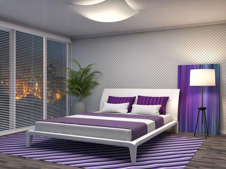 Fioletowa sypialnia z urokliwym dywanem. #design #urządzanie #urząrzaniewnętrz #urządzaniewnętrza #inspiracja #inspiracje #dekoracja #dekoracje #dom #mieszkanie #pokój #aranżacje #aranżacja #aranżacjewnętrz #aranżacjawnętrz #aranżowanie #aranżowaniewnętrz #ozdoby #dywan #dywany #sypialnia #sypialnie