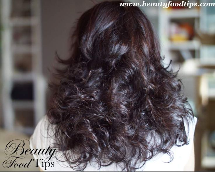 Beauty Blogger Rozalia's tips to creating beautiful, natural curls without using heat.   •Wash your hair with your favorite shampoo •On damp hair apply aloe gel, working it through the ends of your hair •Next make a high ponytail right on top of your head •Then use the doughnut •Secure it with some bobby pins and goodnight