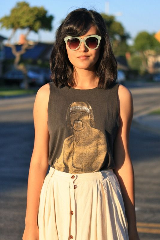 graphic tee and simple skirt