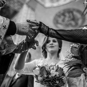 Alina /// #weddingday #dastudio #dastudioweddings #light #moment #emotion #photographer #church