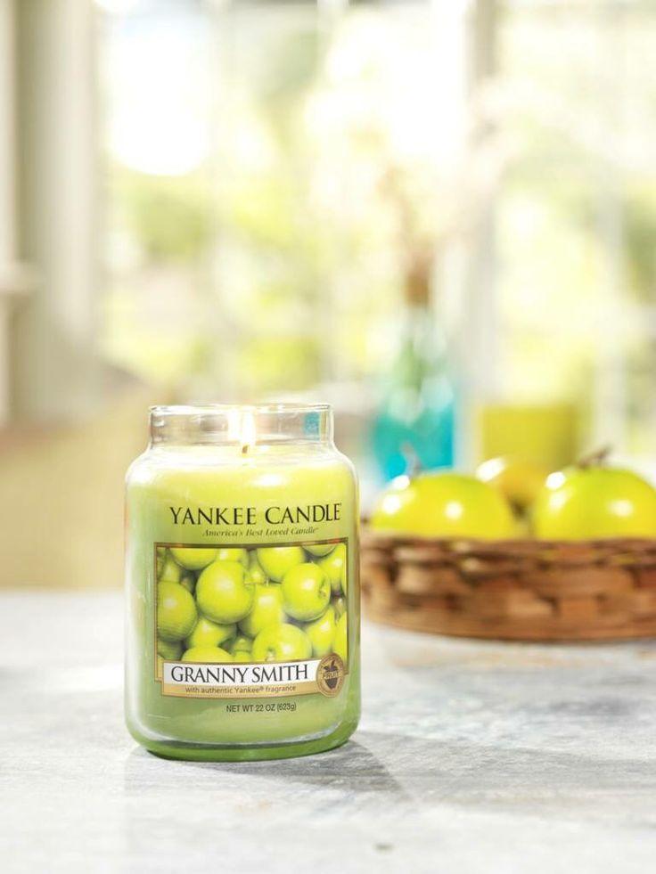 Den friska syrligheten av krispiga gröna äpplen som plockas direkt från trädet.  #YankeeCandle #GrannySmith