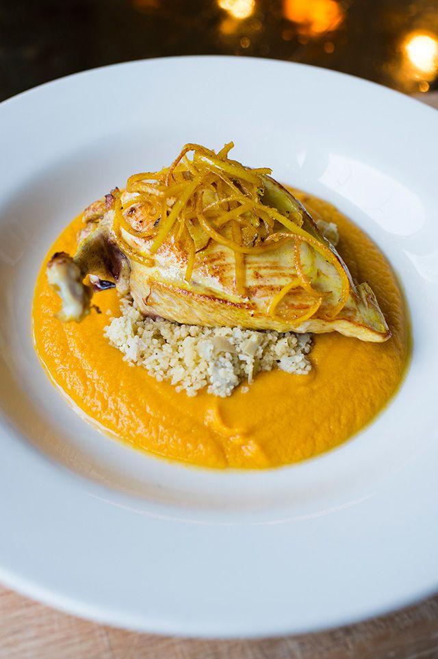 Блюдо недели: лимонный цыпленок с кускусом, артишоками, тыквой и хурмой от Дениса Калмыша (фото 5)