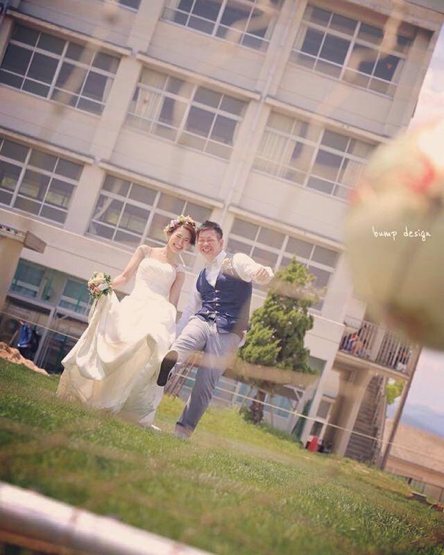 #母校 以前の写真から。 母校でのロケーション前撮りはやっぱりお二人が超リラックスされているのが好き。 特にグラウンドとか使わせて頂けたら、、懐かし面白くて楽しい写真が撮れますね! ^ ^ #結婚写真 #花嫁 #プレ花嫁 #結婚 #結婚式 #結婚準備 #婚約 #カメラマン #プロポーズ #前撮り #ロケーション前撮り #写真家 #ブライダル #ウェディングドレス #ウェディングフォト #記念写真 #ウェディング #IGersJP #weddingphoto #wedding #instagramjapan #weddingphotography #instawedding #bridal #ig_wedding #bride #bumpdesign #バンプデザイン