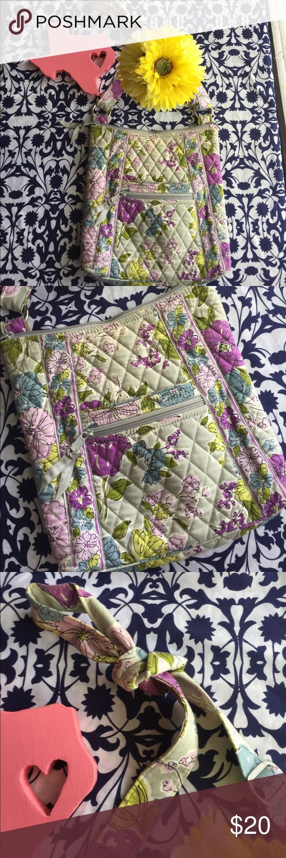🌸☀️Vera Bradley Cross Body Bag☀️🌸 EUC🌸Will ship asap🌸No exchange or returns🌸All sales are final🌸All offers are welcomed🌸 Vera Bradley Bags Crossbody Bags