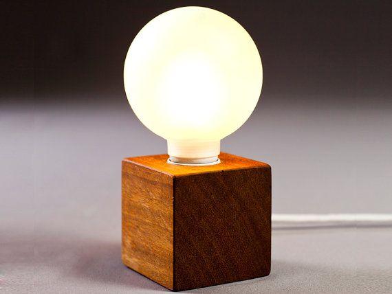De 25 bedste id er inden for wood lamps p pinterest - Mini table de nuit ...
