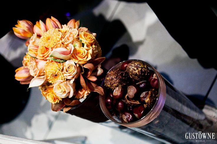 Pomarańczowe kwiaty i kasztany - jesienne dekoracje / Orange flowers and chestnuts - autumn scenery