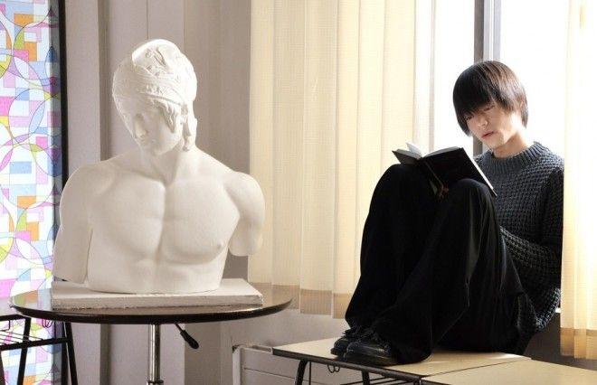 映画、ドラマと話題作への出演が続く窪田正孝。藤ヶ谷太輔とのキスシーンも話題のW主演映画『MARS(マース)~ただ、君を愛してる~』で演じた衝撃的なキャラクターについて、これまでに演じてきたクセのある役柄に思いを馳せながら語ってくれた。誰もが認める演技派の窪田が30代でやりたいこととは!? 20代のうちに「今しかできないラブストーリーやラブコメをやりたい」という本音も明かしてくれた。