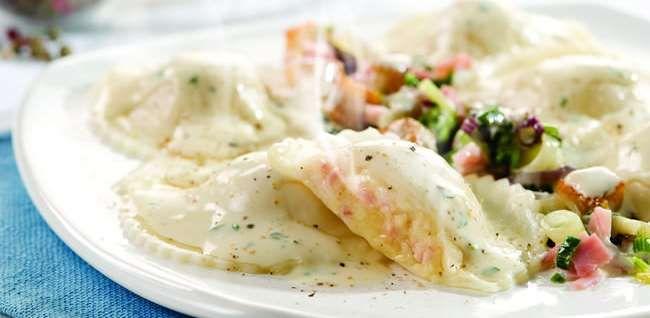 La Salteña   Recetas   Sorrentinos Jamón y Muzzarella con salsa de pollo y crema
