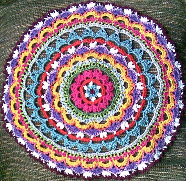 crochet mandala pattern   Ruthiejoy says: A crochet mandala - brilliant idea,beautiful piece of ..
