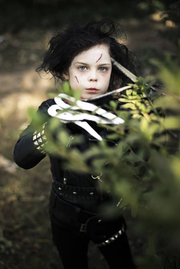 Edward Scissorshands. Mom Photographs Her Daughter As Various Iconic Characters, And The Results Are Amazing • Page 3 of 5 • BoredBug