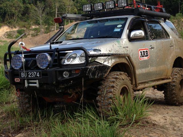 Toyota Fortuner Siap Melabas Medan Gambut