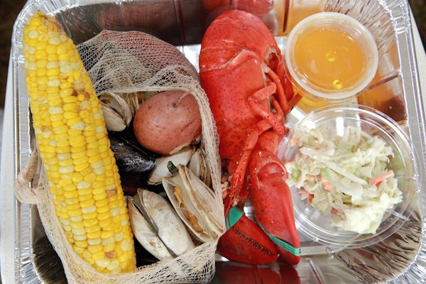 Classic lobster bake| Daily Wedding Inspirations