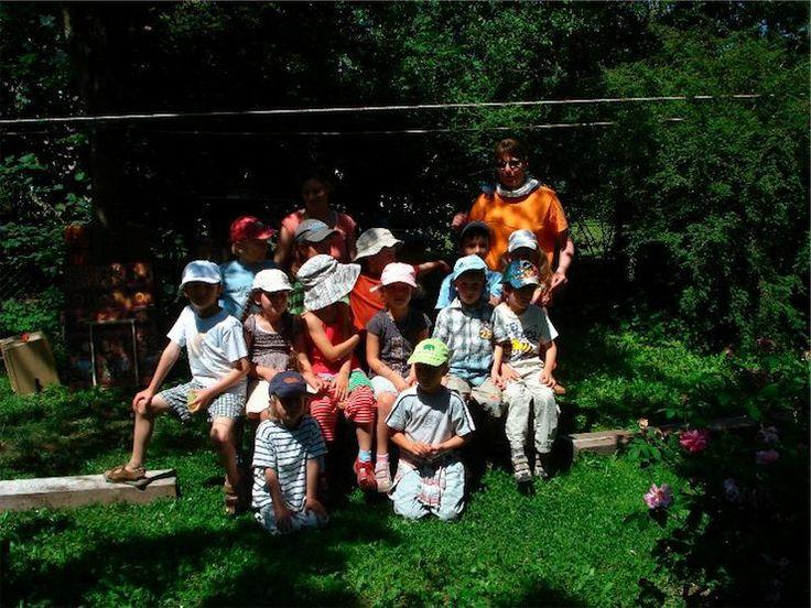 Amazing Kinder besuchen die Bienen Demeter Imkerei Pixis