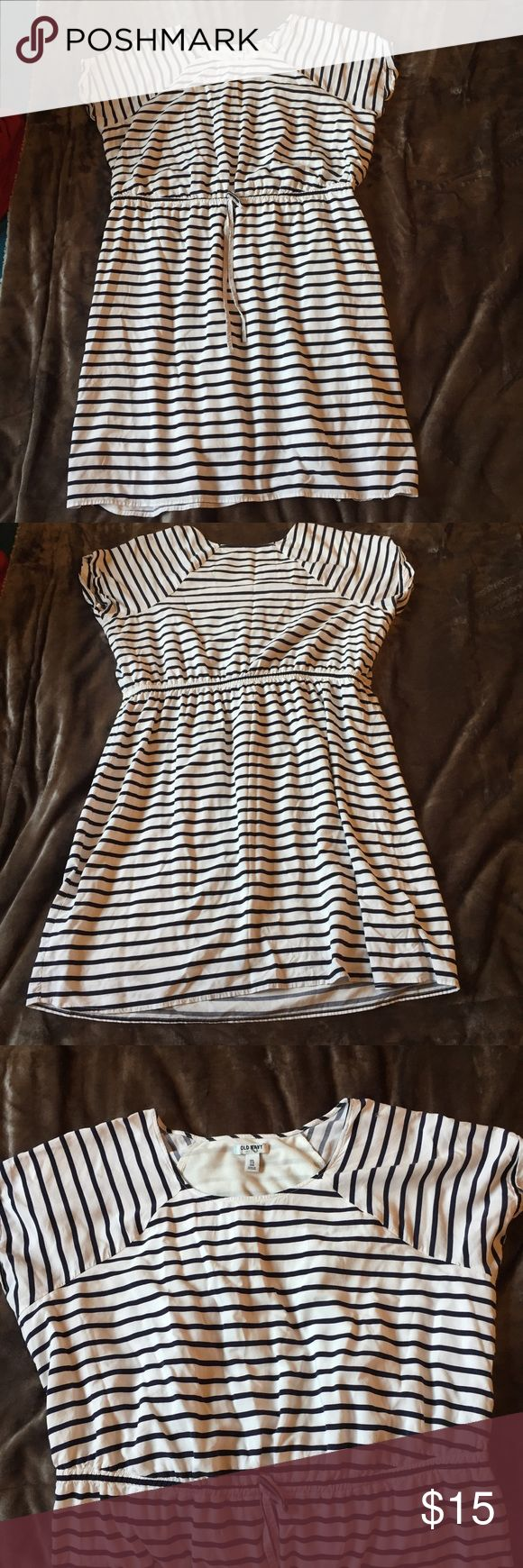Old Navy White & Navy Striped Dress Cute navy & white horizontal striped shirt sleeve dress with tie at waist. Small hole on top of the sleeve as pictured, but otherwise in great condition and fully lined! Old Navy Dresses