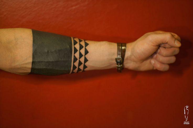 """PrimitiveContis #sebastianomondini #modernprimitive #primitive #polynesiantattoo #armtattoo #polynesianarmtattoo #stripestattoo #modernprimitive #mp #sebatattoo #sebatattoobologna #tattoobologna #bologna #plinsky #tattoo #ink #inked #bodyart """"modern/primitive Piazza della Pace 8/B 40134 Bologna - Italia"""