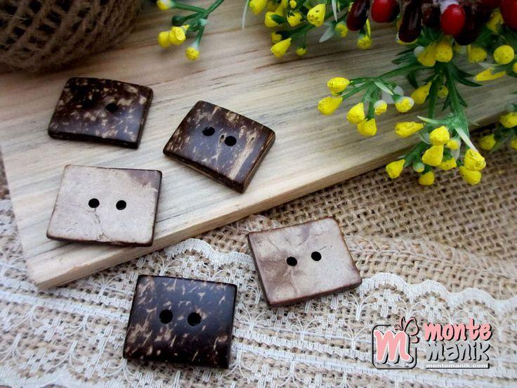 http://montemanik.com/product/kancing-batok-kotak-kcb-02/ Kancing Batok Kotak Ukuran 2,4 x 2 cm Warna natural Harga / 5 biji kancing batok  kancing batok, kancing batok kelapa, kancing tempurung kelapa, manik-manik, montemanik -  - #KancingBatok, #KancingBatokKelapa, #KancingTempurungKelapa, #ManikManik, #Montemanik -