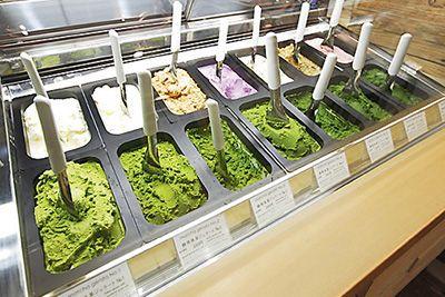 静岡抹茶を使用したスイーツショップ「ななや」と、浅草「壽々喜園」のコラボレーションショップが、2016年1月4日(月)、東京・浅草の壽々喜園浅草本店内にオープンした。  看板商品はなんといっても、...